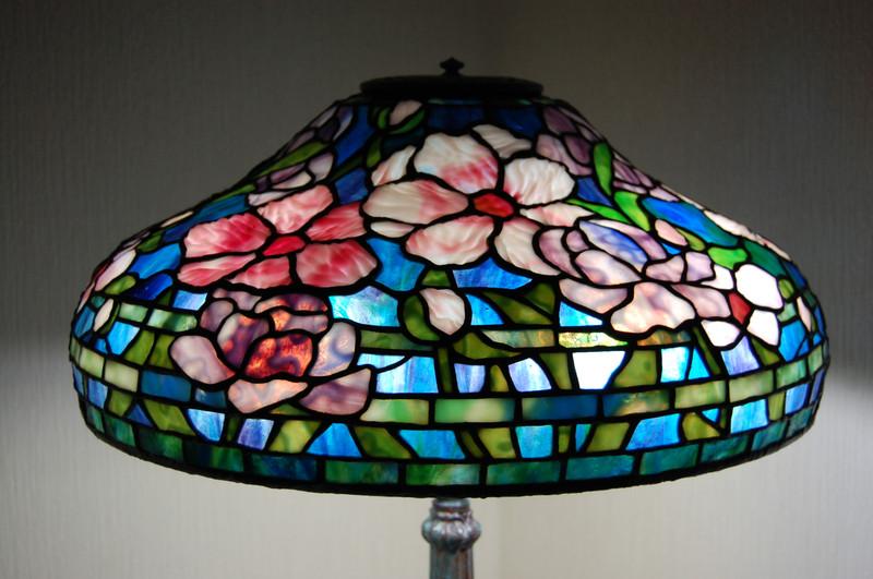 昼光色の電球に替えたら美しくピオニーは、変身しました