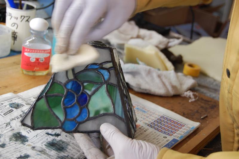 ポリワックスという保護剤を塗ります。放置します。