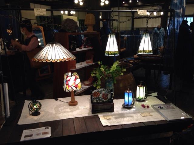 高崎市並榎町の大和屋さんの2階でいくつかのガラスの作品を5月6日まで展示