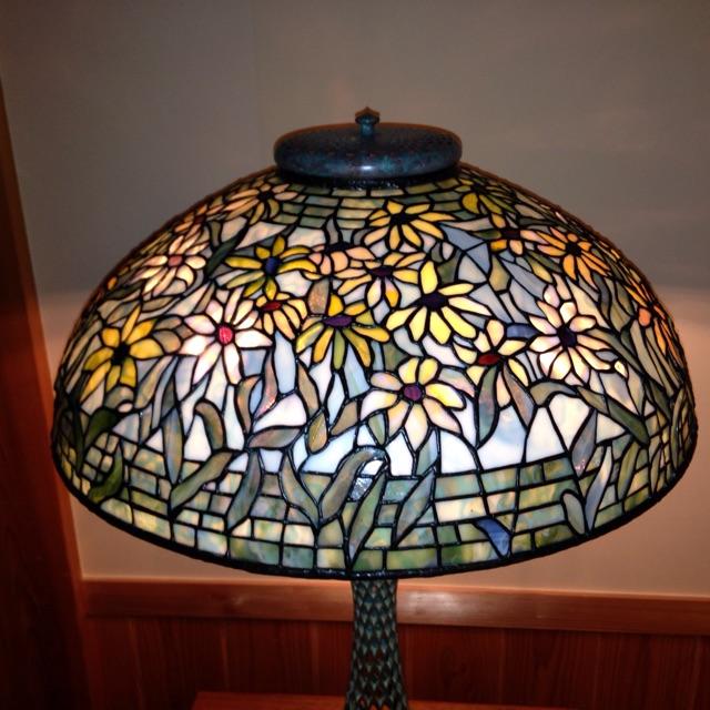 ティファニーランプのブラックアイスーザンのランプ