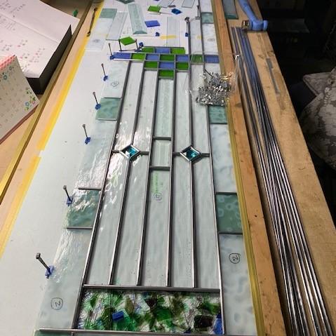 北側の窓に設置するケイムで作るパネル製作中